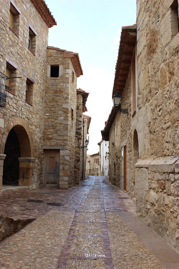 Els Perxes a un lado (izquierda) y parte de la fachada de la Iglesia Parroquial al otro (derecha). Fuente © Valenciabonita.es – Por favor, si compartes esta imagen indica la fuente :)