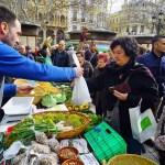 """Vuelve el mercado ecológico """"De l'Horta a la Plaça"""" a la plaza del Ayuntamiento de Valencia"""