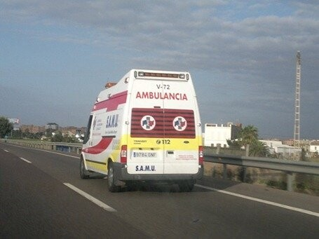 ambulancia en carretera[2]