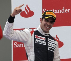 El piloto venezolano Maldonado en el podium de de Barcelona