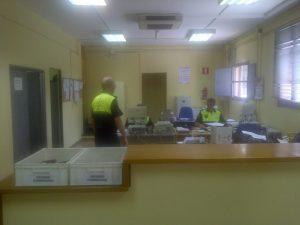 Una de las dependencias de la oficina donde los agentes clasifican y atienden al público/vlcciudad