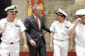 El presidente Fabra con el comandante del buque escuela/gva