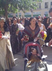 Comitiva del centro aragonés en la plaza del Pilar/vlcciudad