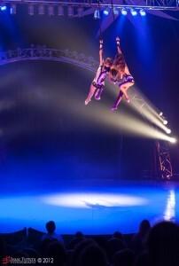 En el aire durante la actuación de las alambristas/i.ferrera