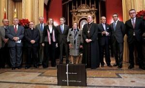 Los representantes del Grupo Porcelanosa con el arzobispo de Valencia en el arzobispado/alberto saiz
