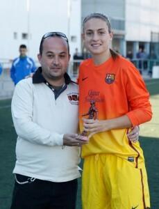 Alexia recibió el trofeo a la jugadora más goleadora de la pasada temporada/jorge ramirez