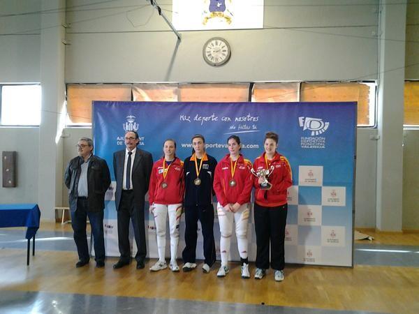 Las ganadores de la modalidad de espada femenina/fecv