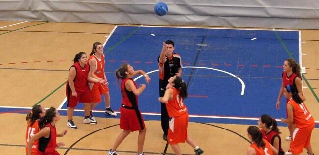Escuelas Deportivas pretende completar la formación del alumno de las Escuelas Deportivas al promocionar el deporte para todos.