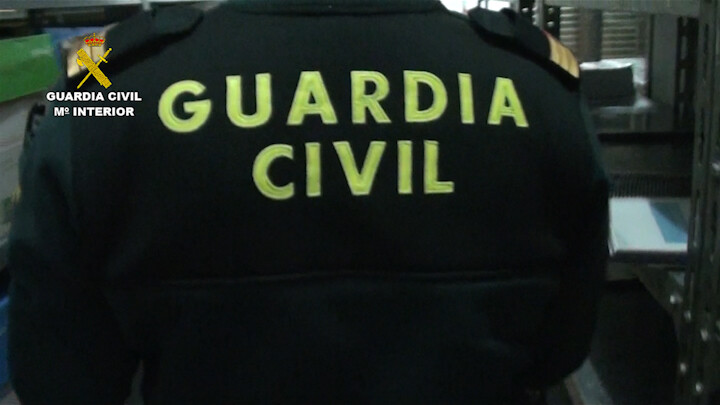 2016-01-20_Incautacion_Armas La Guardia Civil interviene en un almacén de Moncada cerca de 3.000 armas prohibidas valencia_01 (1)