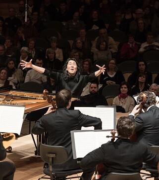 La pianista y directora japonesa japonesa Mitsuko Uchida durante un concierto. (Foto-May Zircus).