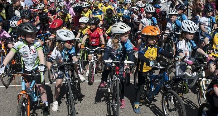 También se organiza, un año más, el tradicional Trofeo FDM Valencia de Ciclismo en un circuito cerrado en torno al Palau Velódrom Lluís Puig.
