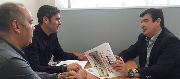 Giner con la Asociación de Comerciantes y Profesionales del Marítimo.