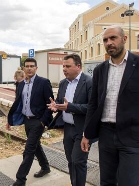 Jorge Rodríguez con el alcalde de l'Alcúdia de Crespins, Roberto Granero, y el diputado Pablo Seguí. (Foto-Abulaila).