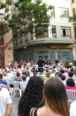 El entorno de la Lonja y la plaza de la Virgen registraron ayer una gran afluencia de público.