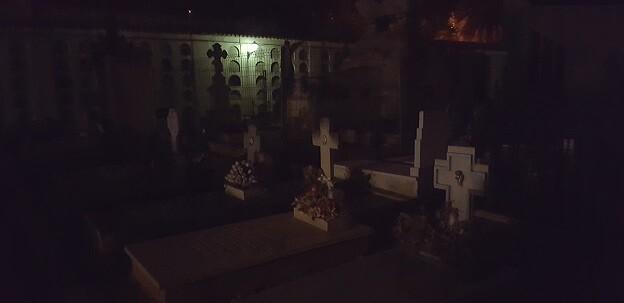 Paseo nocturno por el Cementerio de València.