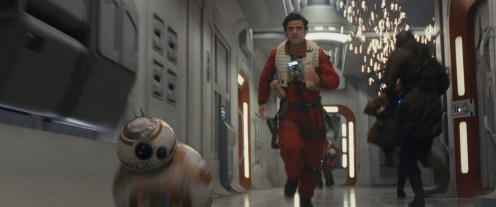 Star Wars: The Last Jedi..L to R: BB-8 and Poe Dameron (Oscar Isaac)..Photo: Film Frames Industrial Light & Magic/Lucasfilm..©2017 Lucasfilm Ltd. All Rights Reserved.
