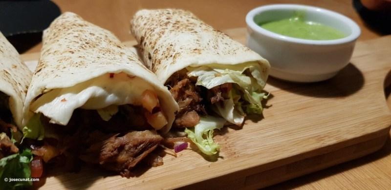 Tacos de carnitas de cerdo_ Relish taquero y salsa de aguacate
