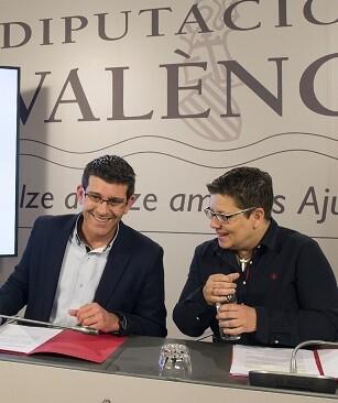 Jorge Rodríguez junto a la diputada de Igualdad, Isabel García durante la rueda de prensa.