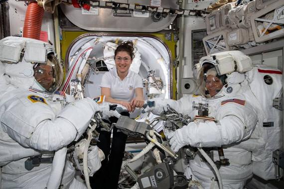La-NASA-cancela-el-primer-paseo-espacial-femenino-por-falta-de-tallas_image_380
