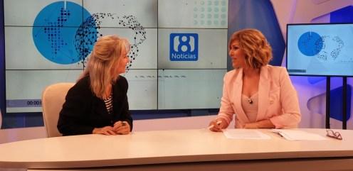 Doctora María Gómez Rodrigo en los estudios de la 8 televisión en el programa La 8 NOTICIAS comandado por Carmen Bort (10)