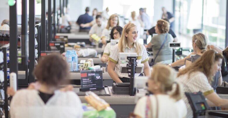 Línea de cajas de Mercadona COMUNIDAD VALENCIANA.-Castellón.- Mercadona invierte seis millones de euros en sus dos nuevos supermercados eficientes en la capital (Foto de ARCHIVO) 20/11/2018
