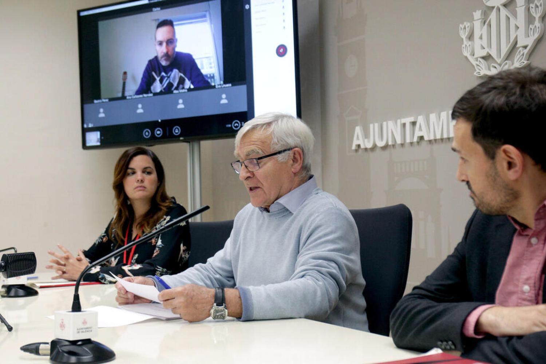 VALENCIA  2020-04-21 L'alcalde de València, Joan Ribó, i els vicealcaldes, Sandra Gómez i Sergi Campillo, informen en roda de premsa dels assumptes tractats en la Comissió de Seguiment de la crisi del coronavirus.