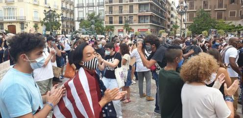 Valencia desafía las prohibiciones por George Floyd, el afroamericano muerto 20200607_110044(4)