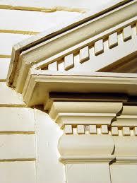 Pediment with dentelle work