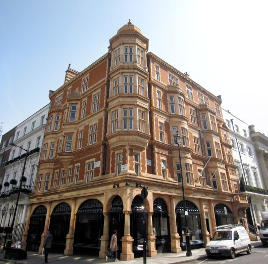 Asprey-https://upload.wikimedia.org/wikipedia/commons/1/1e/Asprey_London_2417.JPG