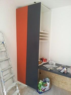 Agencement de bureau, armoire et étagère ajustée