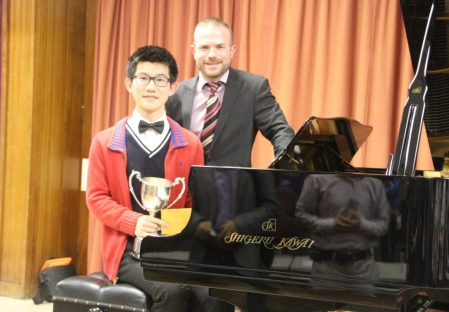 img-1-haolel-wang-solihull-festival-winner-with-david-quigley-adjudicator