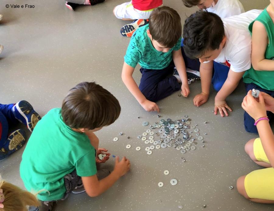 Corso per bambini dell'Asilo e di 1° elementare rondelle e bulloni