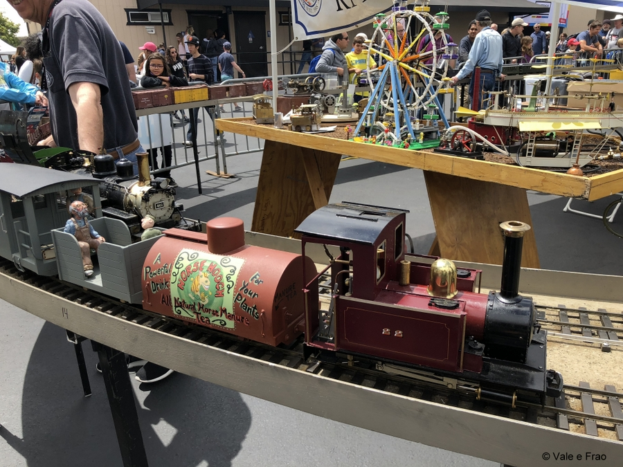 California: Maker Faire Bay Area. invenzioni progetti tecnologia robot treno