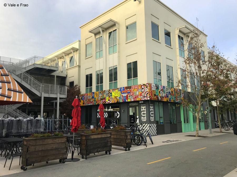 Visitare gli uffici di Facebook in California negozi shop hacker street coloratissimi