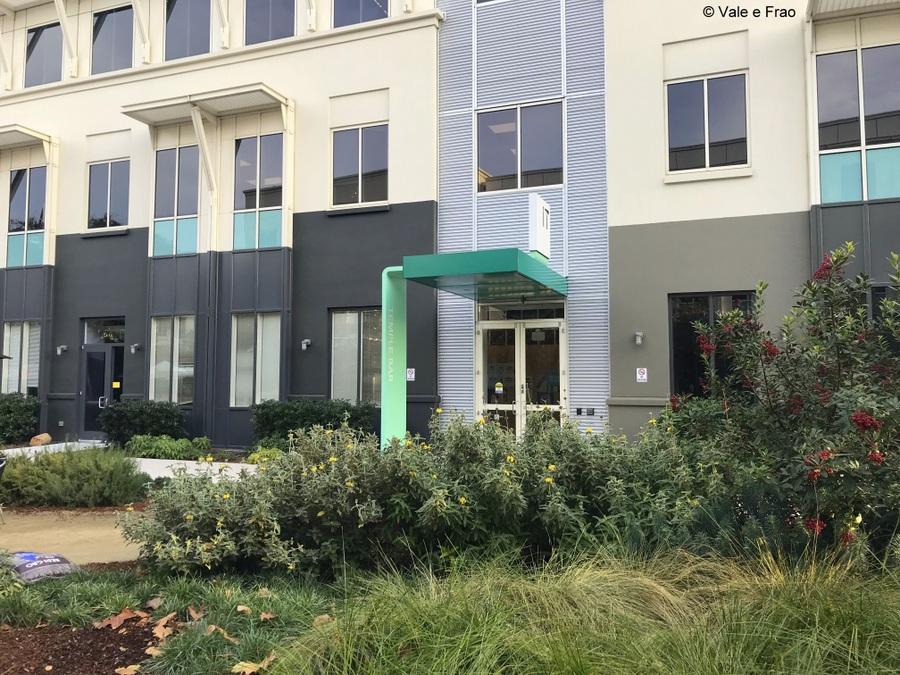 Visitare gli uffici di Facebook in California entrata giardino