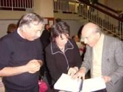 Marc Brun, Valérie Darmandy, André Barbault touchant les points braille du livre d'astrologie en braille intégral. Salon Sep Hermès Mars 2005