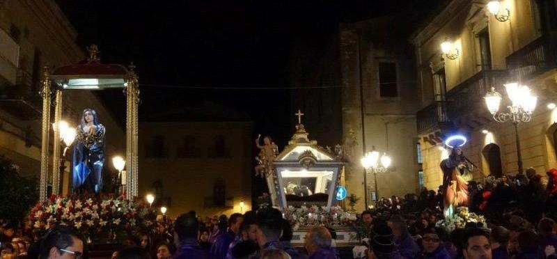 I tre santi in piazza della repubblica per venerdì santo