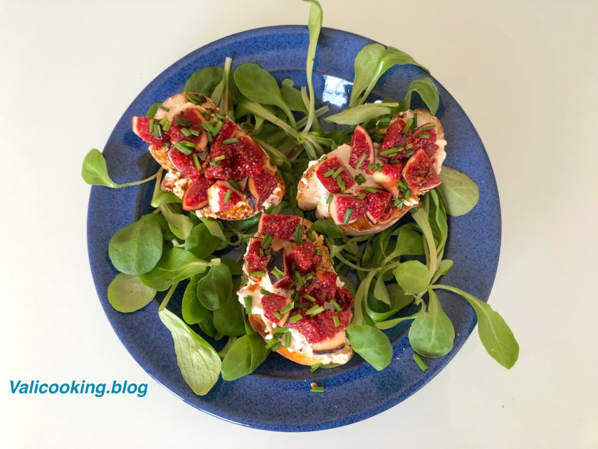 Toasts with Goat Cheese and Figs