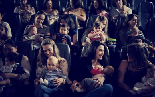 """CineMaterna   Filme """"Feito na América"""" será exibido amanhã, terça, 17,  no Iguatemi Campinas em sessão especial para mães e bebês."""