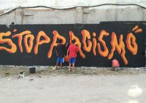 En el festival también hubo talleres, como éste de intervención mural.