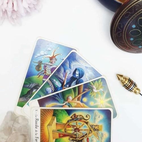 Tarot, Libros y Runas
