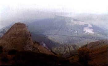 La Peña del castillo. Al fondo Peñacorada.