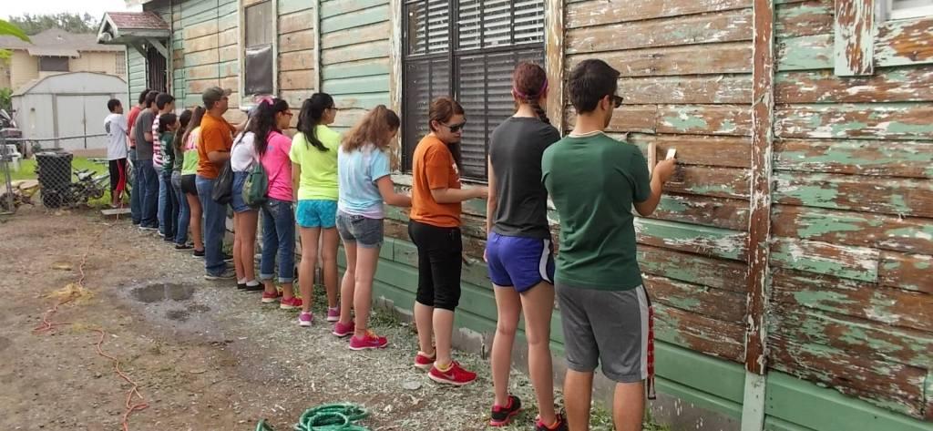 Volunteers with Paint McAllen Beautiful paint a home in 2014. (photo mcallen.net)