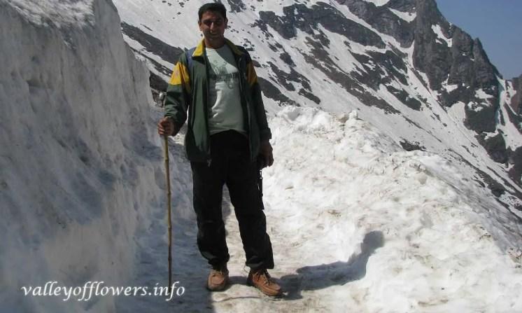 Ghangaria to Hemkund Sahib trek, The picture was taken in May last week. this is Devkant Sagnwan