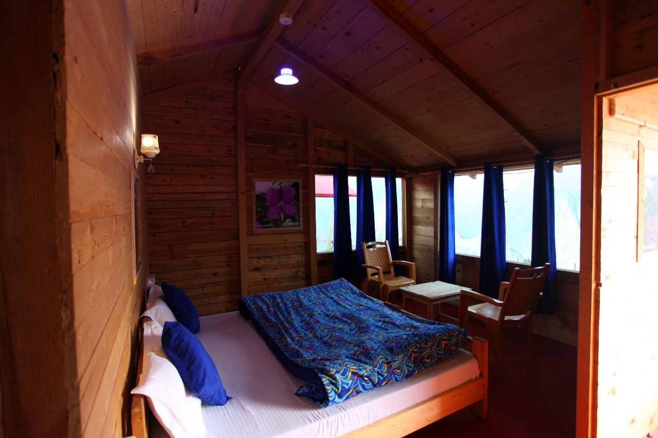 Double bed room, Blue Poppy Resorts Auli