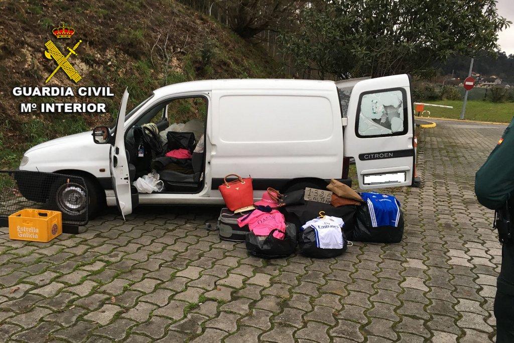 2017-02-02-ropa-bolsos-peaje-vilaboa-ii-001