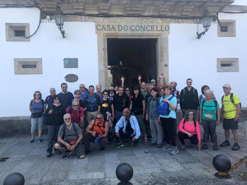 UNHA TRINTENA DE PEREGRINOS ITALIANOS INICIAN O CAMIÑO DE SANTIAGO DESDE BAIONA