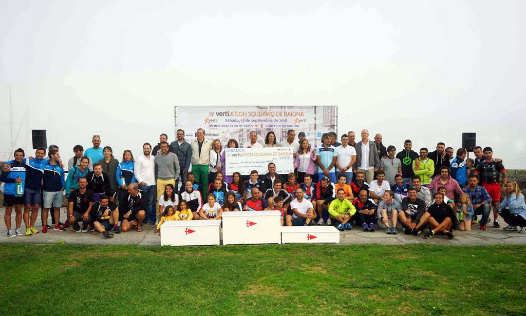 2018-09-15 – Foto de familia IV Vertiatlón Solidario de Baiona – Foto © Manuel Parada