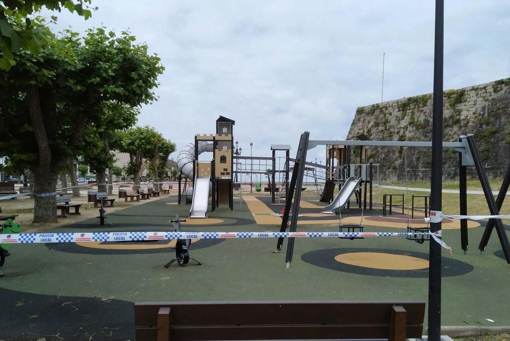 2020-06-16 – Parques Infantís precintados. Baiona (4)