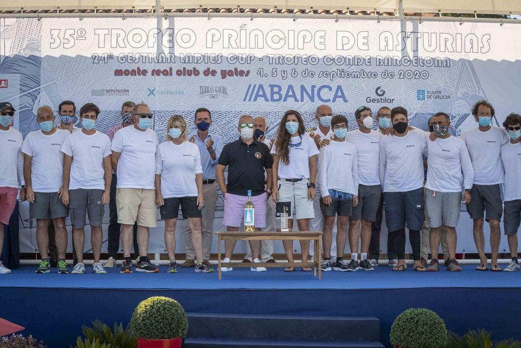 2020-09-06 – Tripulación del Magical ganadora de la clase ORC 2 y del Premio Juan Sebastian Elcano – Foto Lalo R Villar
